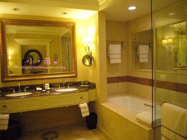 有浴缸跟淋浴兩種