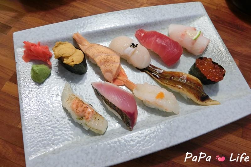 豪華握壽司(海膽、鮭魚肚、干貝、鮪魚、海鱱魚、比目魚側綠、鰹魚、甜蝦、星鰻、鮭魚卵).JPG
