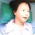 100-02-23 技術課為安妮小姐製做冰枕帶