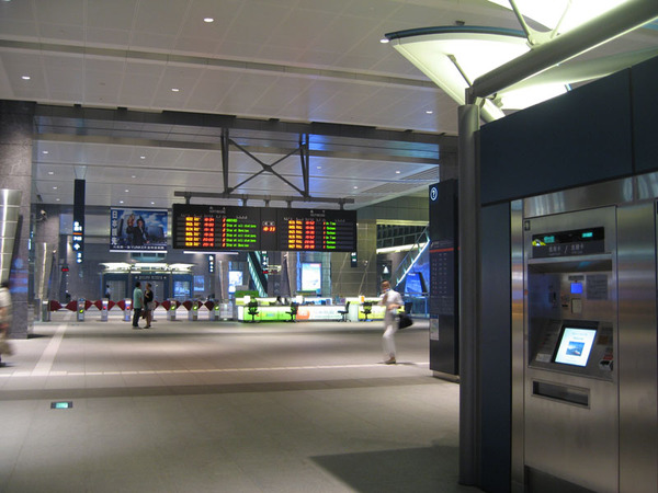 高鐵車站-大廳.jpg