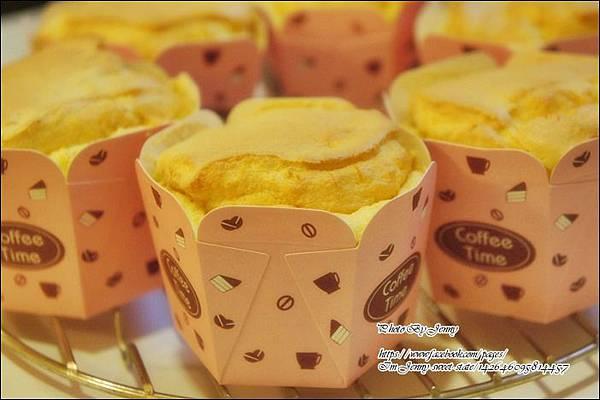 南瓜戚風杯子蛋糕7
