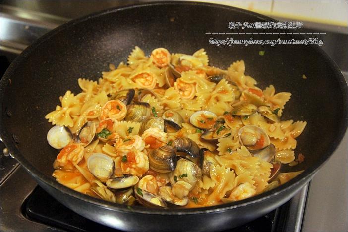 蕃茄海鮮蝴蝶麵5