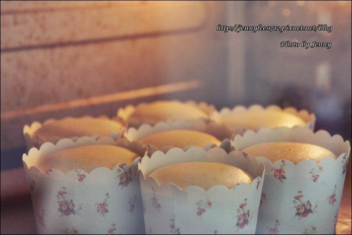 蛋黃哥翻糖果醬杯子蛋糕9