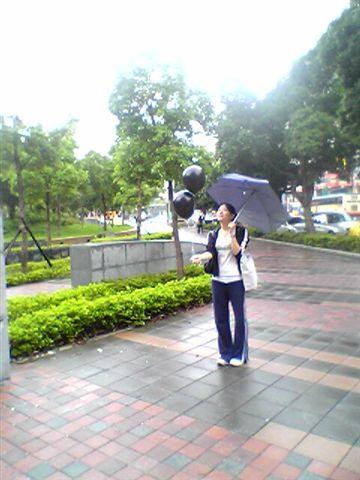 小女孩...放氣球....許願望