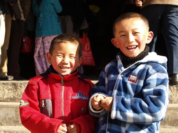 色拉寺等著禮佛的小童