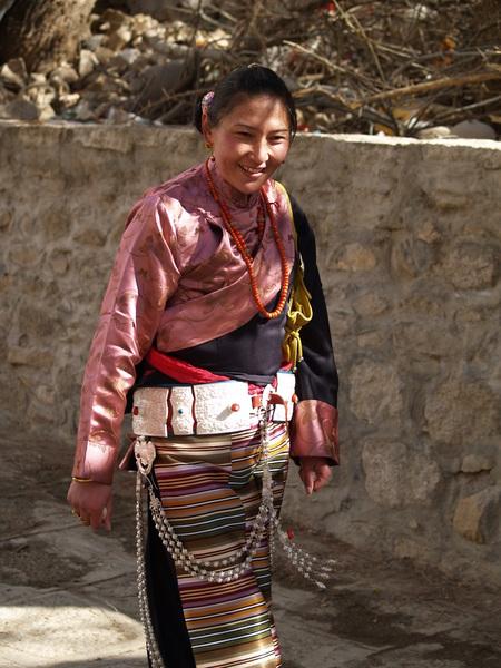 色拉寺-禮佛的姑娘