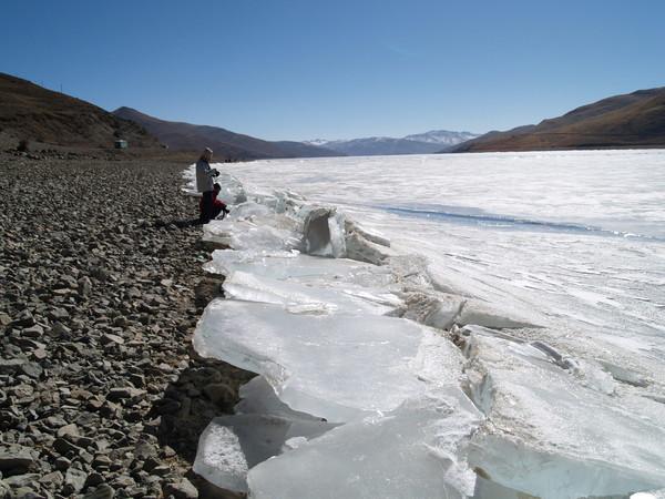 聖湖邊-結冰的湖面,,