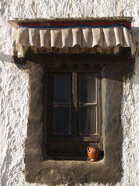 扎什倫布寺的窗口有罐壺