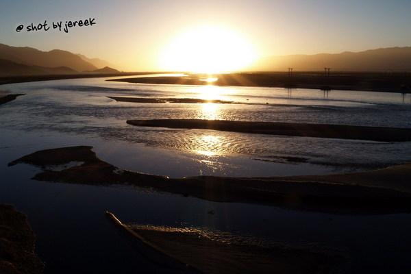 雅魯藏布江的日出