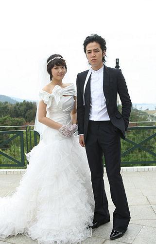 高美男和黃泰慶結婚照