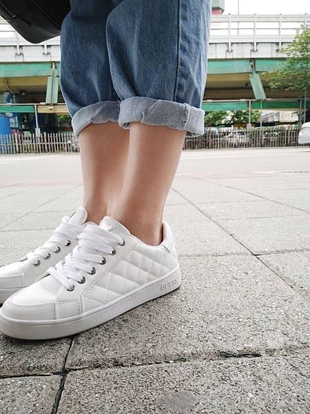 GUESS菱格小白鞋 (6).jpg