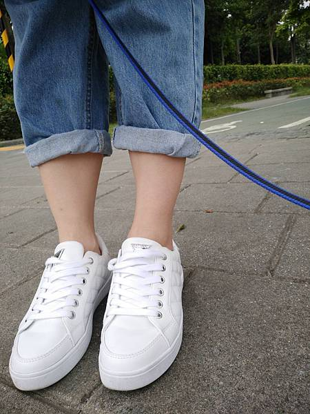 GUESS菱格小白鞋 (2).jpg