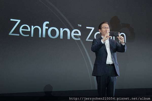 ASUS Chairman Jonney Shih introduced ZenFone Zoom at CES 2015.jpg