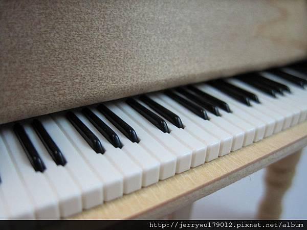 精緻細膩的音樂盒鍵盤