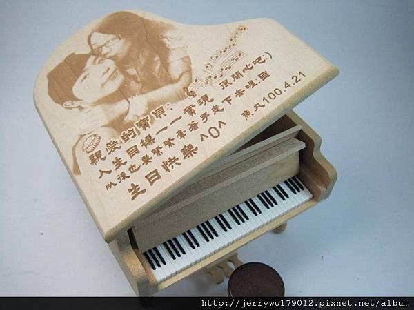 生日快樂的楓木音樂盒