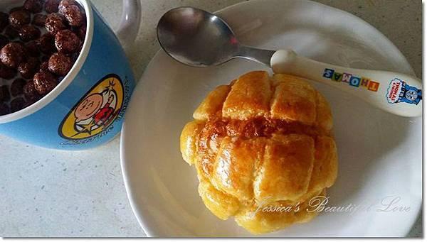 脆皮波蘿麵包+可可球溫牛奶