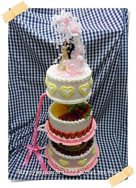 粉紅三層結婚蛋糕