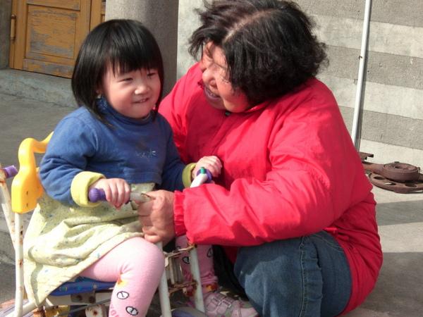 阿嬤跟小孫女