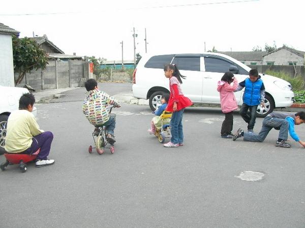 稻埕是一群小孩的遊戲場