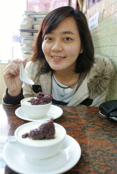 賴小錚第一次吃~點了紅豆燉奶