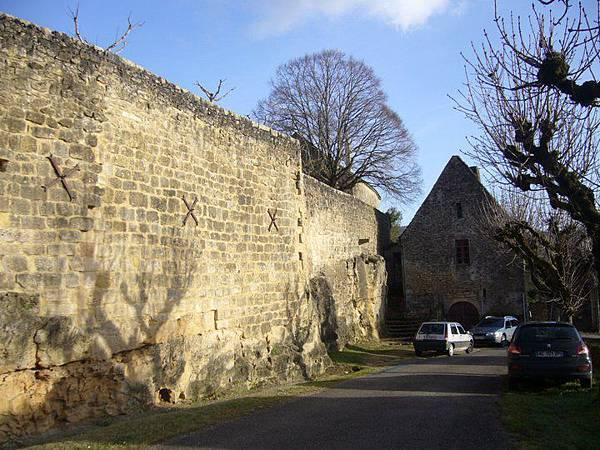 5 mur et église