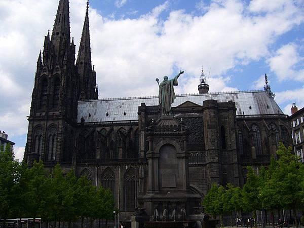 9 Clémont-Ferrand