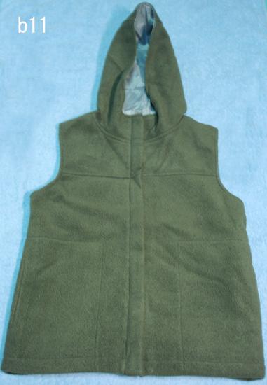 編號:29 購自香港 裡面穿一件短T就夠了墨綠色刷毛連帽背心