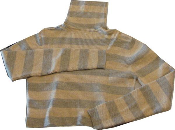 編號:133  購自美國 高領短版的設計 穿起來不會扎扎的