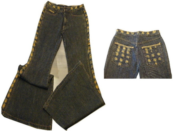 編號:145  合身喇叭褲 毛毛的小洞特色 修飾腿型性感加分