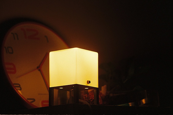除非是本身就很亮的燈