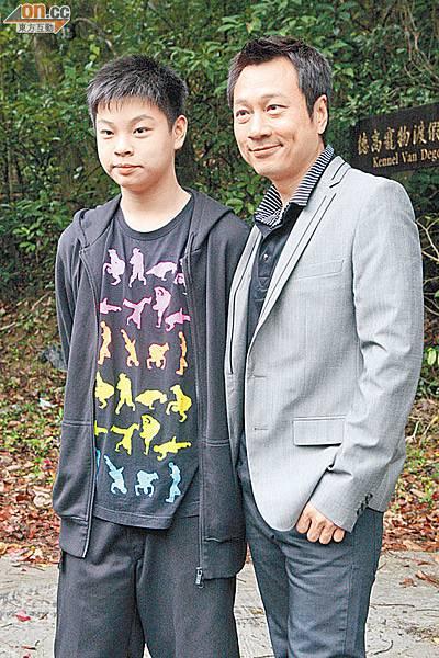 0701-00282-040b4 黎耀祥經常帶兒子到自己工作的地方參觀。
