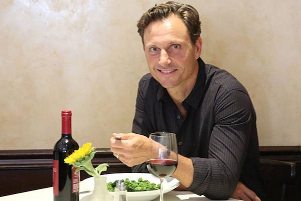 tony-goldwyn-thenewpotato-0-620x3602.jpg