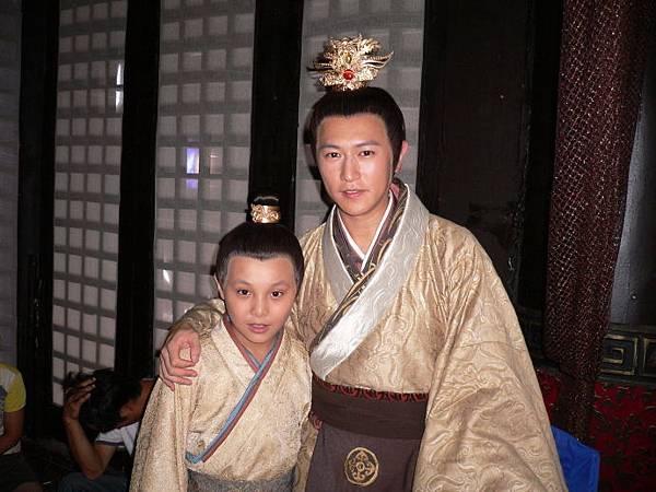劉恆(陳鍵鋒)和小王啟