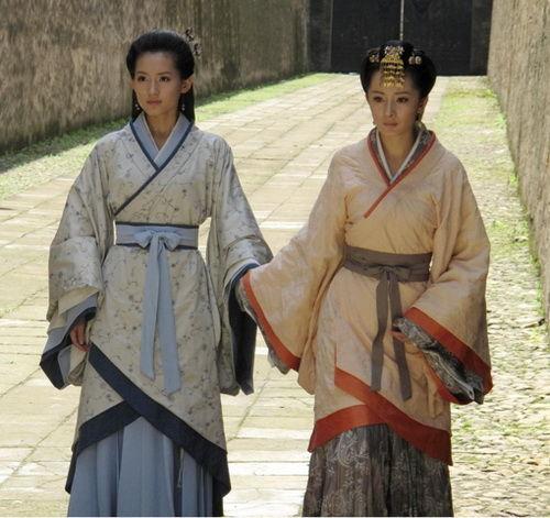 張嫣(蘇青)和雪鳶(楊幂)-001