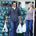michael-vartan-grocery-shopping-lauren-skaars-01.jpg