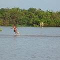 P1020556 裸體男孩水上漂.jpg