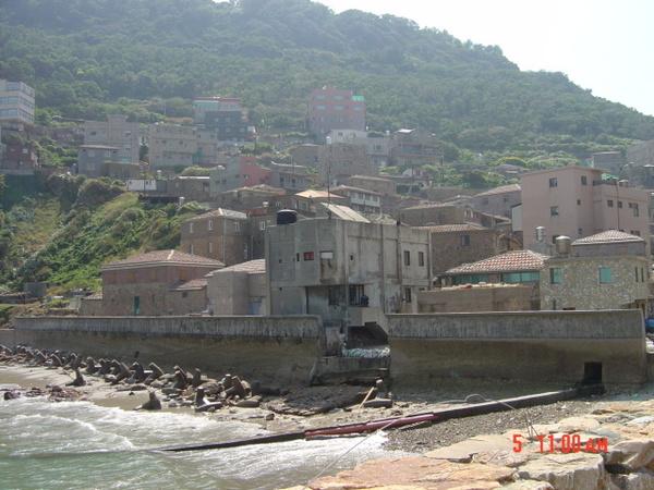 牛角村的海邊, 繁華過後的漁村
