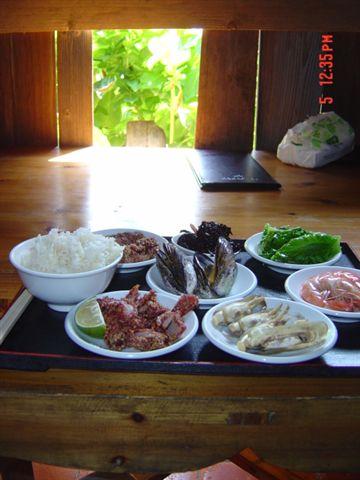 依嬷的店傳統風味餐 我在陽光透進來的窗前享用我的風味午餐
