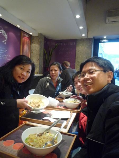 我們的中餐, 也是自拍喔.JPG