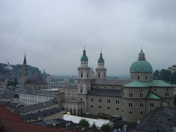 走往霍亨城堡的沿途鳥瞰整個奧地利市中心的照片.JPG