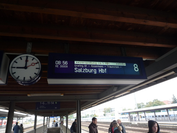 從Munich 搭U-Bahn往Salzburg大約2 小時.JPG