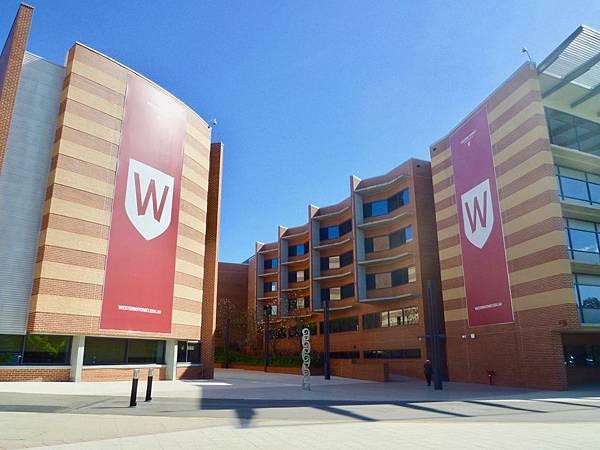 澳洲-景點大學  [AU-University]+University of Western Sydney @ Sydney @ UWS  Parramatta South Campus(澳洲教育- 西悉尼大學。古蹟遺址Jacaranda寫真@ 雪梨@ Parramatta南校區@  跟緁俙散步南半球