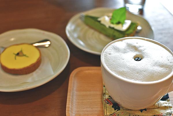 苗栗市咖啡廳-甜宅Cafe'.咖啡 茶 手工甜點 抹茶塔 百香檸檬塔~可久坐下午茶悠閒好地方
