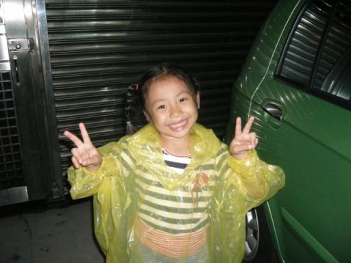 雨衣美少女