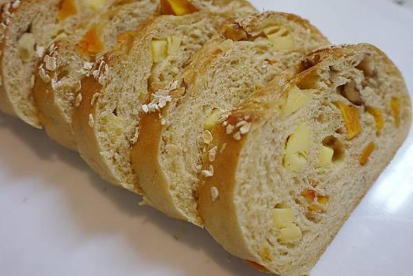 蜜地瓜核桃起士麵包