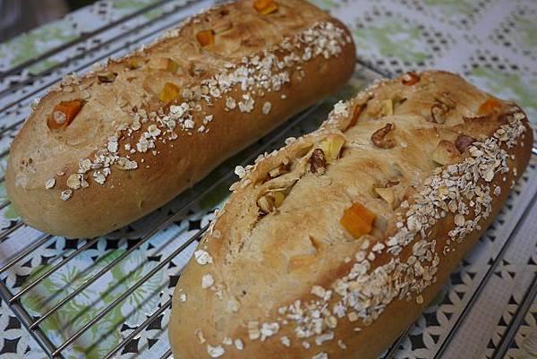 蜜地瓜核桃起士麵包2