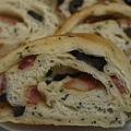 九層塔培根桿欖麵包