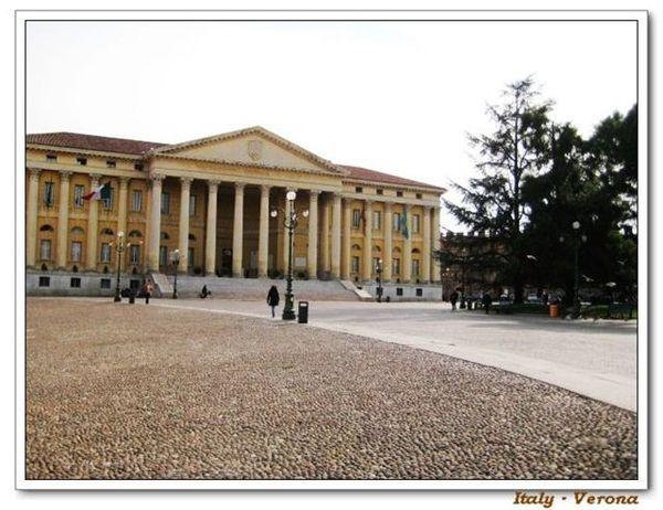 Verona_cityhall.jpg