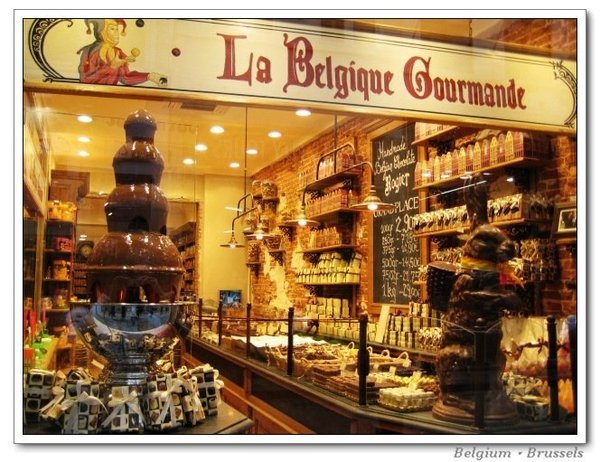Brussels_chocowindow1.jpg