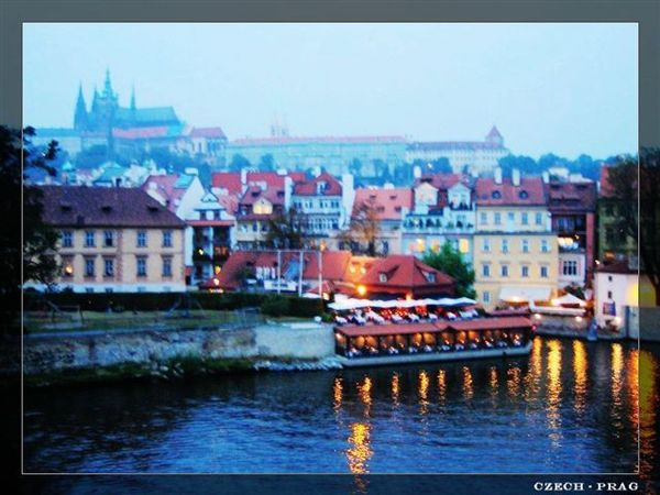 Prag_charlesbridge2.jpg